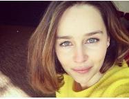"""Пляжное ФОТО располневшей звезды """"Игры престолов"""" Эмилии Кларк шокировало фанатов"""