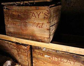 Изо льдов Антарктиды достали пять ящиков виски, пролежавших там 100 лет