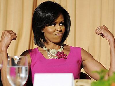 Обладательницей гордого звания «Самые красивые руки» стала 40-летняя первая леди США и мать двоих детей Мишель Обама (Michelle Obama). На первый взгляд, ничего особенного - руки, как руки. Но стоит отметить, что уже в следующем году супруга американского президента отметит свой полувековой юбилей.