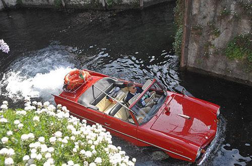 Amphicar стал единствнным серийным автомобилем-амфибией, который был доступен для каждого немца.