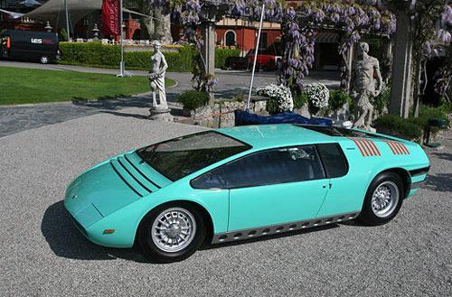 Bizzarrini Manta Concept - трехместный суперкар, построенный на шасси гоночного автомобиля.