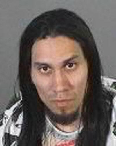 Участник американской группы Black Eyed Peas Джейми Луис Гомес, более известный как Табу, был арестован за вождение в состоянии наркотического опьянения...  Музыкант был задержан после того, как попал в аварию недалеко от Лос-Анджелеса.  В машине Табу было обнаружено менее 30 граммов марихуаны и лекарственный препарат с ограниченным отпуском  - рецепта у исполнителя с собой, естественно, не было...