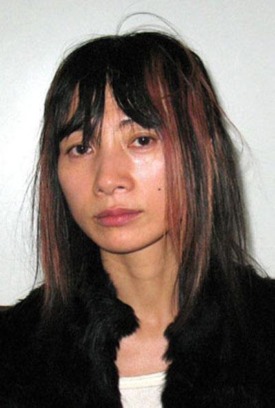 Актриса Бай Линг (Bai Ling) была арестована в минувшую среду в Лос-анджелесском Международном Аэропорту по подозрению в краже двух журналов  и двух  упаковок батареек…Китайская актриса была помещена под арест, где спустя какое-то время созналась в содеянном, сославшись на