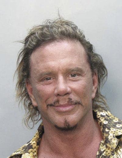 Звезда «Города греха» Микки Рурк был арестован по дороге из ночного клуба Майами-Бич 8 ноября 2007  за то что, что передвигался на скутере под воздействием  сильных лекарственных препаратов…