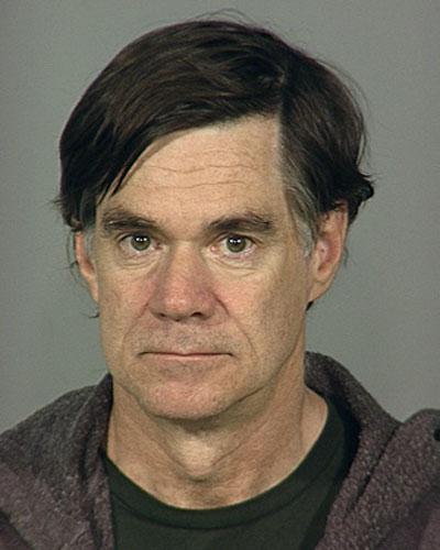 Знаменитый режиссер-гей Гас Ван Сент (Gus Van Sant) был арестован 21 декабря 2006 за управление автомобилем в состоянии сильного алкогольного опьянения. 54-летний Ван Сент в момент задержания с трудом понимал происходящее, а его речь была нечленораздельна.