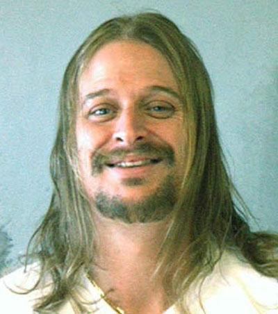 Бывший муж Памелы Андерсон, музыкант Кид Рок, был арестован 22 октября 2007 в Атланте за драку у кафе Waffle House. Вместе с музыкантом были задержаны пятеро его спутников..