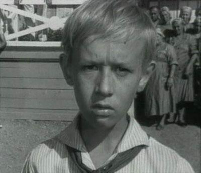 Летом 1997 года актер Виктор Косых, ещё в детстве сыгравший такие известные роли, как Костя Иночкин из «Добро пожаловать, или Посторонним вход воспрещен», и Данька из «Неуловимых мстителей» стал невольным виновником трагедии.