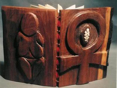 Резные книги из дерева от Барбары Ятс (Barbara Yates)