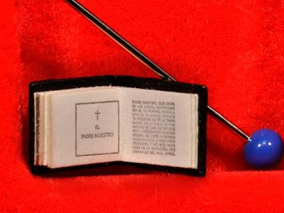 Разобрать текст второй части Библии невооруженным глазом практически невозможно - чтобы прочесть эту книгу, необходимо 600-кратное увеличение.