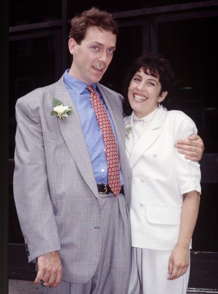 С театральным администратором Джо Грин актер познакомился в конце 80-ых. «Мы были друзьями несколько лет, а потом неожиданно обнаружили, что встречаемся. Чем она мне приглянулась? Мне нравятся женщины с хорошим логическим мышлением», - признается Лори.